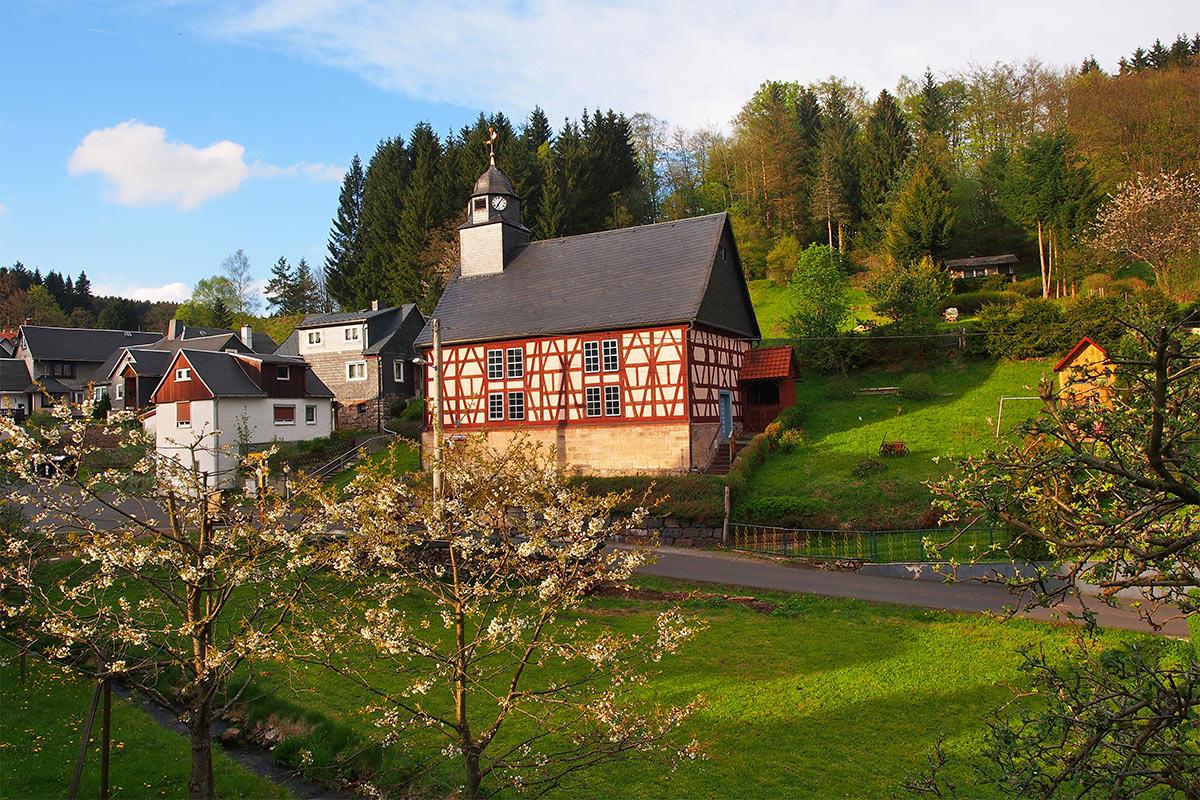 Kirche in Vesser (Foto: Andreas Kuhrt 2017)